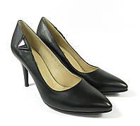 Кожаные туфли на невысоком каблуке