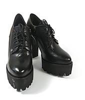 Ботильоны на каблуке и шнурках черные