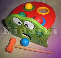 Деревянная развивающая игра с молоточком лягушка