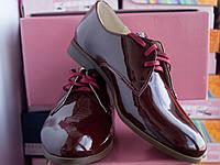 Женские классические туфли из натуральной лаковой кожи бордового цвета