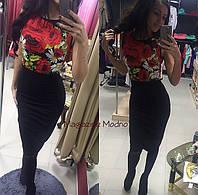 Женское красивое облегающее платье с цветами