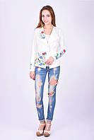Красивый весенний пиджак Ромашка декорирован вышитым букетом из полевых цветов