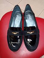 Туфли замшевые на тракторной танкетке с лаковыми вставками Topas.