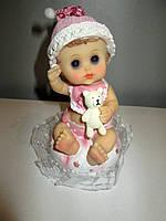 Малышка на подушке Девочка - сувенирная статуэтка на подарок маме