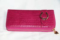 Модный женский кошелек малинового цвета на молнии