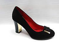 Черные замшевые нарядные туфли на каблуке.Маленькие размеры.