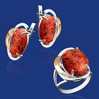 Серебряный комплект Либерия: серьги и кольцо с золотом и янтарем 33381-33380