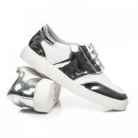 Модные женские кроссовки белые с лаковыми вставками