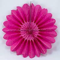 Подвесной веер, малиновый, 40 см - бумажный декор-розетка