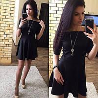 Черное платье с клешной юбкой