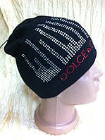 Вязаная чёрная шапочка с вертикально выложенными камнями