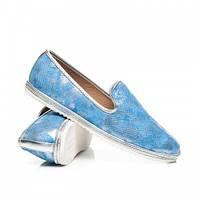 Красивые женские туфли лоферы на плоской подошве голубые