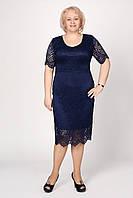 Стильное женское платье из гипюра синего цвета