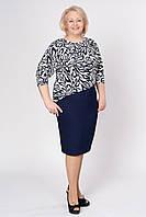Платье не перегружено модельными особенностями приталенное с модным принтом