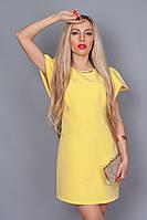 Нарядное летнее платье желтого цвета с золотистым украшением