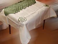 Скатерть кремовая с зелеными цветами