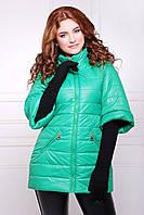 Куртка женская зеленая приталенная с воротником стойкой и рукавом три четверти