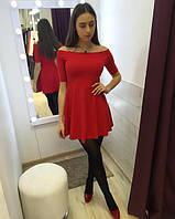 Красное платье с клешной юбкой