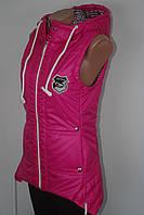 Женская жилетка удлиненная с капюшоном розовая