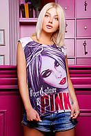 Стильная молодежная футболка декорирована в виде девушки и надписи розового цвета