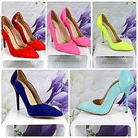 Замшевые женские туфли на шпильке