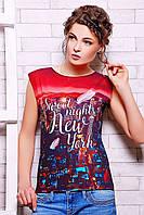 Эффектная летняя футболка прямого покроя с оригинальными принтом и надписью