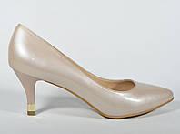 Классические туфли Clotilde бежевые лакированные