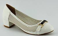Туфли женские белые перф. каблук белые