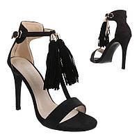 Женские замшевые черные босоножки на ремешке с декором воланами и высоком каблуке