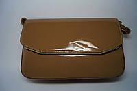 Коричневая лаковая небольшая женская сумочка