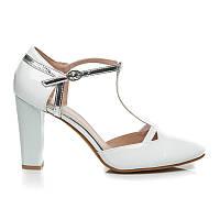 Женские классические белые туфли лаковые на квадратном каблуке