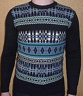 Модный мужской свитер черный.