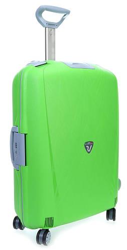 Прочный чемодан-спинер из пластика средний 70 л. 4-колесный Roncato Light 500712/57 салатовый