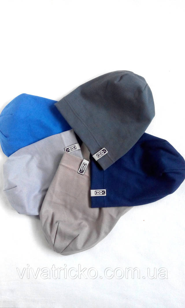 Разные вязанные шапки