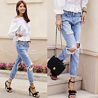 Модные, рваные, женские джинсы голубого цвета