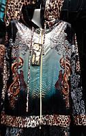 Красивый женский велюровый костюм с леопардовым принтом и стразами