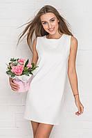 Белое платье прямого кроя без рукавов