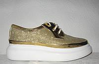 Кроссовки стильные женские на толстой подошве цвета золото