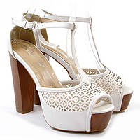 Туфли летние белые на каблуке