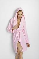Женский короткий халат с длинным рукавом и капюшоном на запах