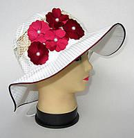 Детская шляпа с бордовыми цветами