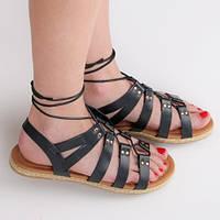 Женские сандалии черные с заклепками на завязках