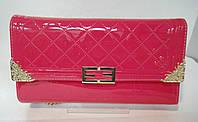 Клатч лаковый в стиле Chanel малинового цвета