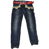 Детские джинсы для девочки жатка с красным ремнем и аппликацией (индиго синие) Венгрия
