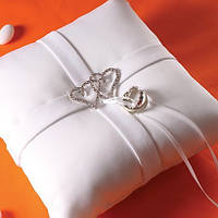 Подушечка для колец на свадьбу с сердечками