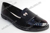 Женские туфли лоферы  лаковая рептилия . Черные