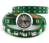 Женские кварцевые часы серебристые с кожаным ремешком с заклепками (Зеленый) классные женские часы