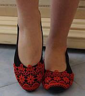 Замшевые женские туфли-балетки с кружевной отделкой на плоской подошве на маленьком каблучке