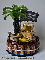 """Торт-шкатулка из конфет """"Пират"""". Оригинальный подарок мальчику"""