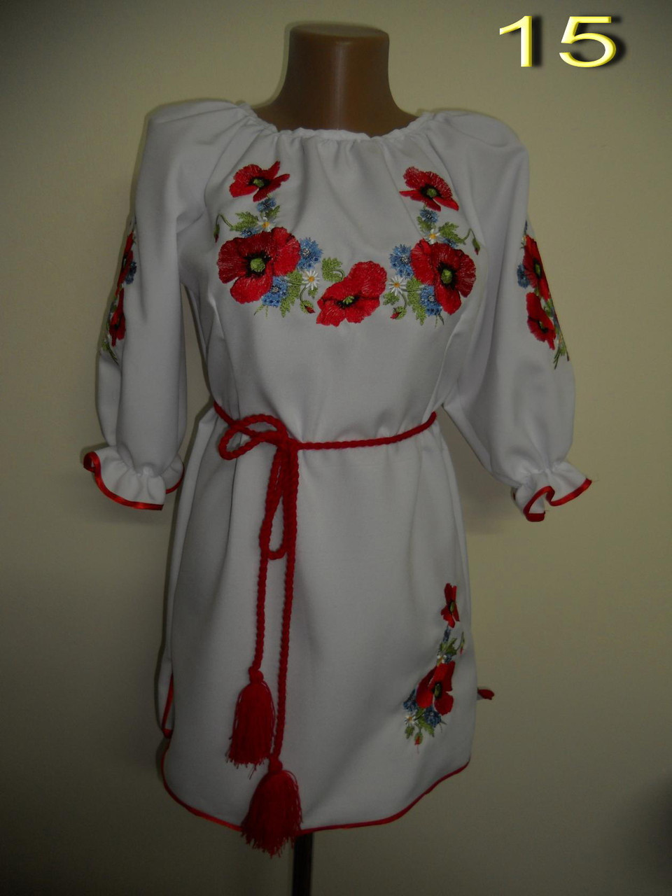 Маки вышивка на платье 683